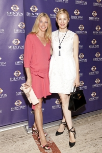 Author Candace Bushnell and actress Kelly Rutherford. Edward Chapman, CEO of Marchesa fashion house (right). Emmy-award winning Fox 5 <i>News at 10</i> anchor Ernie Anastos (left). <i>Chicken Soup for the Soul</i> author Wendy Diamond and former fashion model Pia-Maria Norris. Grace Meigher, <i>Quest Magazine</i> CEO Chris Meigher, Gail Rachlin from <i>Chinese Arts Revival</i>. Actress Nora Zehetner (left). Left to right: Supermodels Simone Kerr and Kathrin Werderitsch, Shen Yun Principal Dancer Tim Wu and other guests.