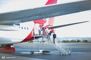 À l'autre bout du monde, la Shen Yun World Company s'est rendue en Nouvelle-Zélande depuis l'Australie (pas de souci, Australie orientale, ils reviendront). Ils sont partis par avion... (Photo par la danseuse Lily Wang)