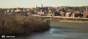 Rzeka Potomac widziana z dachu budynku Kennedy Center. (fot. tancerz Kenji Kobayashi)