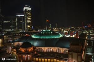Další zastávka, Frankfurt! (fotila projekční Annie Li)