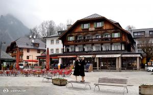 Z powrotem w Europe, pomiędzy występami we Włoszech i Austii International Company odwiedziło JEzioro Królewskie (Bawaria), znane z najczystszej wody w Niemczech. (fot. tancerz Cherie Zhou)