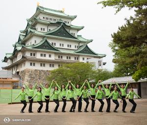 神韻世界藝術團的女孩們在日本。(攝影:舞蹈演員Stephanie Guo)