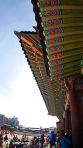 Bramy wejściowe do pałacu Gyeongbokgung - Gwanghwamun 光化门, wielokrotnie niszczony i odbudowywany, powstał w 1395 za czasów panowania dynastii Joseon.  (fot. tancerz Ben Chen)