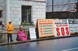 Protestní meditace pokračovala rok co rok, ve dne v noci, za deště i horka.