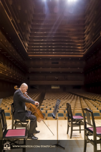 Cellist Yong Deng prepares for the season premiere in Tokyo. (photo by TK Kuo)