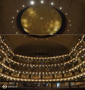 最後の一枚は、神韻国際芸術団がニューヨークに向かう前に公演したフロリダ州マイアミのエイドリアン・アルシュト舞台芸術センターの壮麗な内観(撮影:コバヤシ・ヒロ)
