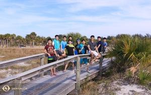 Na Florydzie tancerze z zespołu Shen Yun International Company spędzali czas wolny na plażach.
