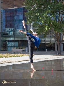 Shen Yun wystąpiło dwanaście razy w ciągu dziewięciu dni w AT&T Performing Arts Center, gdzie temperatura przekraczała 25C, gorąco witana po tygodniach spędzonych w kanadyjskiej zimie. (fot. Stephanie Guo)