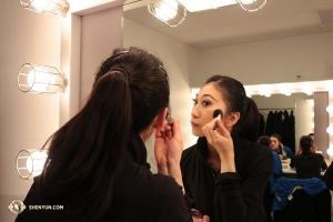 領舞演員劉宇璇在考夫曼表演藝術中心的化妝間。(攝影:Helen Li)