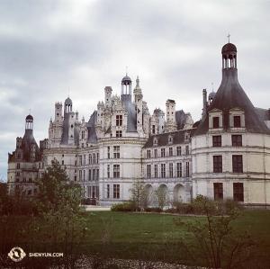 Après les représentations d'Aix-en-Provence, la compagnie s'est arrêtée dans un château français : le Château de Chambord. (Photo de l'altiste Paulina Mazurkiewicz)