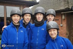 Tous sont revenus sains et sauf de l'aventure. De gauche à droite : les danseurs Jeff Chuang, Patrick Trang, Rui Suzuki, Jason Pan et Rubi Zhang. (Photo de Jun Liang)