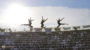 Od lewej: Tancerki Rachael Bastick, Emily Pan i Lavender Han. (fot. tancerka Kaidi Wu)