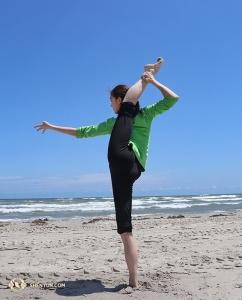 La ballerina Yuqin Xin… possiamo dire che questi ballerini amano allungarsi? (foto di Kaidi Wu)