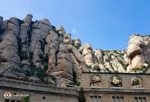 Se osservi le rocce abbastanza a lungo, come ha fatto uno degli artisti, puoi scorgere dei volti umani, come un Mount Rushmore naturale (foto del danzatore Songtao Feng)