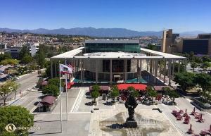 션윈 국제예술단은 몇 주 동안 남부 캘리포니아의 이른 여름을 즐겼다. 로스앤젤레스의 도로시 챈들러 파빌리온 테라스에서 내다 본 풍경. (Photo by projectionist Annie Li)