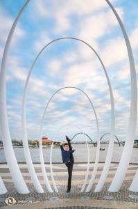 투어 마지막 날. 션윈 뉴욕예술단과 무용수 앨버트 양이 오스트레일리아에서 공연을 마무리했다. (Photo by Principal Dancer Kenji Kobayashi)