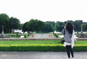 Dian Teng cieszy oczy widokiem rozpościerającym sięna obszarze 2000 akrów ogrodów przyległych do pałacu Blenheim, niegdyś domu Winstona Churchilla. (fot. Cindy Chi)