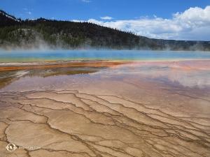 W trzecim z kolei parku narodowym, Yellowstone, Kexin Li zrobiła Grand Prismatic Spring takie oto zdjęcie.