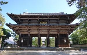 Niektórzy postanowili wrócić do miejsc, które odwiedzili podczas tournée, by dokładniej przyjrzeć się niektórym miejscom mając na to więcej czasu. Wejście do świątyni Todai-ji w Nara, Japonia. (fot. kinooperatorka Annie Li)
