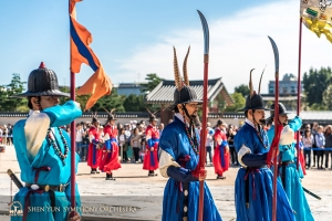 And watched the changing of the guards at Gyeongbokgung Palace, Seoul. (Photo by TK Kuo)