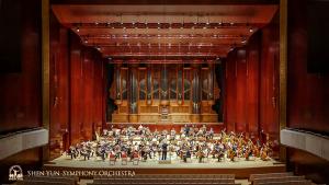 Alat musik pipa yang indah di National Concert Hall, merupakan latar belakang yang luar biasa untuk pertunjukan kami. Pipa ini merupakan yang terbesar di Asia sejak dipasang tahun 1987.