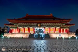 """Xiè Xiè Tái Wān – Bedankt Taiwan!"""" Onze lichtschildering tribuut aan het geweldige Taiwanese publiek. Tot volgend jaar! (Nationale Concertzaal, Taipei)"""