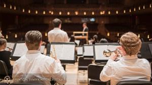 リハーサル後も居残って練習するトランペット奏者のカスパー•マーティグ(左)とジミー・ガイガー。