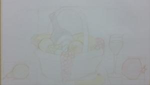 30/8/16: Ik begin aan dit werk, materiaal: kleurpotloden. De compositie staat, maar… 13/9/16: …het ontbreekt aan levendigheid. Dus, een schattig eendendonsje werd bovenop de granaatappel geplaatst. 3/10/16: Uitdokteren hoe je met kleurpotloden werkt. Zwart bevat blauw, groen, rood, paars, etc. 17/10/16: De wijnfles die er zwart uitziet is helemaal niet zwart. 24/10/16: Zoals je kan zien, heb ik geprobeerd om het tekenen van de ingewikkelde mand zo lang mogelijk uit te stellen. In deze fase is het belangrijk om aandacht te hebben voor het algehele proces, en niet op te gaan in de details. 25/10/16: Laat ik ophouden met het negeren van het champagneglas. 1/11/16: Het tafereel mist diepte. Ik voeg achterin twee mandarijnen en een tros druiven toe. Als ik bedenk hoeveel uur werk deze vruchtjes vertegenwoordigen, word ik er een beetje droevig van. 7/11/16: De stoffen achtergrond heeft veel tekenwerk nodig. 26/11/16: Mijn laatste actie voor Shen Yun's vorige tournee. Op dit moment heb ik het gevoel dat ik klaar ben en ik zet mijn naam op mijn werk. Wist ik veel… 23/6/17: Hé kijk eens wie er weer is! Na een hiaat van acht maanden door een (lange) tournee en een (korte) pauze, ben ik weer terug bij jullie: lieve mand vruchten en dingen. En ik zie de delen die gerepareerd moeten worden: peren, ei, eend, glas, mand, druiven en wijnfles. Of eigenlijk alles. 2/7/17: De druiven aan de rechterkant van de mand zitten te dicht op elkaar… 23/7/17: …ik laat ze dus als een waterval naar de grond hangen. Maar de sfeer was te warm (gelig), waardoor alles aangepast moest worden. En toen leek het ei te bleek en te groot. 27/8/17: En na bijna een jaar nadat ik begon, is deze tekening af. Er zijn natuurlijk veel technische imperfecties die beter kunnen en ik heb nog een lange weg te gaan als ik een artiest van wereldklasse wil zijn, maar deze reis geeft voldoening. Tot de volgende keer!