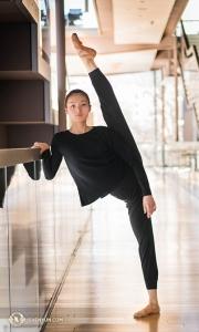 Sebagai penduduk asli Tiongkok, Evangeline telah menari bersama Shen Yun Performing Arts sejak tahun 2013.