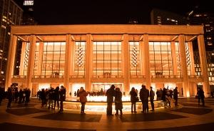 回到神韻總部所在的紐約,神韻紐約藝術團一月中旬在林肯中心大衛庫克劇院演出了14場,場場爆滿 。