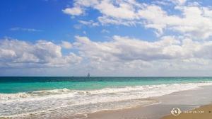 Shen Yun World Company was in staat het strand aan te doen in Florida tussen de voorstellingen door in Fort Lauderdale. (Foto door filmtechnicus Regina Dong)