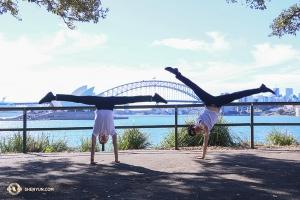 Att vara i Sydney med så mycket solsken kan göra dansarna ganska nöjda. (Foto: dansare Nick Zhao)