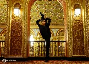 Toen Providence Performing Arts Center de deuren opende in 1928, kwamen duizenden mensen om het glanzende vergulde sierlijke pleisterwerk te zien en de enorme kroonluchters van het interieur. (Foto door danser Suzuki Rui)