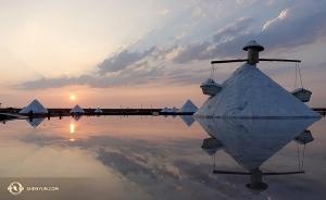Les champs de sel au soleil couchant (Photo de la projectionniste Annie Li)