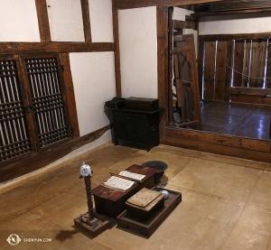 Nieopodal pałacu artyści znaleźli zaciszne miejsce w Narodowym Muzeum Ludowym Korei. (Annie Li)
