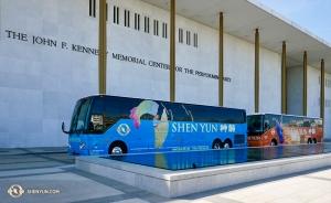 Po dziesięciu wyprzedanych koncertach w Waszyngtonie ładujemy autobusy i ruszamy do następnego miasta! (Ye Jin)