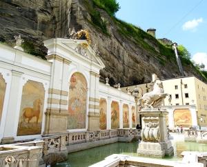 Widok na Salzburg z brzegu rzeki Salzach płynącej zarówno przez Austrię, jak i Niemcy. (Felix Sun)