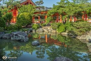 Tiché okolí chrámu Sanjūsangen-dō. (Fotil Andrew Fung)