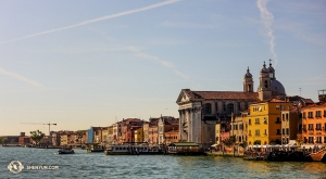 Benátky byly postaveny roku 400 našeho letopočtu. Kvůli stoupající vodě často Benátky sužují povodně. (Fotil Felix Sun)