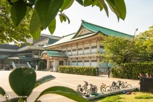 公演会場の隣の京都市美術館別館(撮影:アンドリュー・ファン)