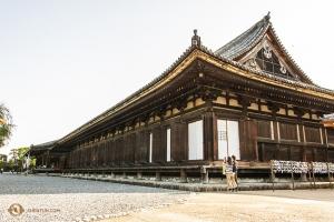 Sanjūsangen-dō je chrám, který byl postaven vroce 1164 a jeho součástí je 1000 soch, které jsou vživotní velikosti (124 znich tam stojí od té doby, kdy byl chrám postaven). (Fotil Andrew Fung)