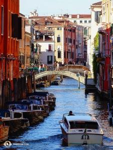 ヴェネツィアの街は400以上もの橋でつながれており、少しは移動しやすくなっている(撮影:トニー・ジャオ)