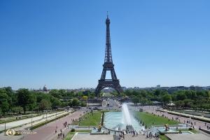 高達1,063英尺的埃菲爾鐵塔,從1889年建成開始到1930年為止,是世界上最高的建築。(攝影:神韻舞蹈演員Jack Han)