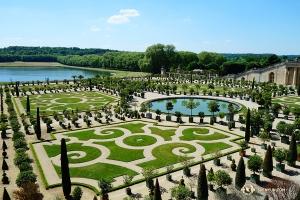 Urocze ogrody w Wersalu są pielęgnowane z najwyższą starannością. (Jack Han)