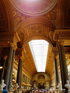 Kolejne ujęcie wnętrza przepięknej architektury Wersalu. (Tony Zhao)