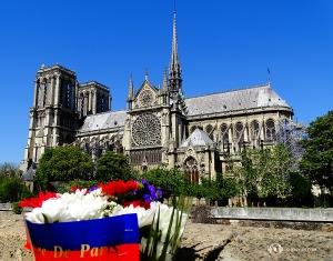 我們在巴黎觀光的最後一站是巴黎聖母院,一座非常著名的大教堂。(攝影:舞蹈演員趙錚)