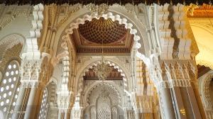 Il a fallu six ans à six mille artistes marocains pour achever les plans de cette mosquée.