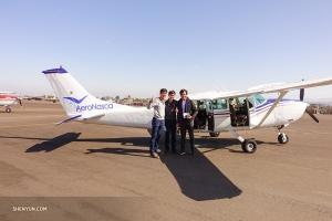Тем временем танцоры Алекс Чунь и Феликс Сунь присоединяются к нашему южноамериканскому ведущему Маурисио Пинеда-Арсе, чтобы рассмотреть с воздуха Линии Наски, группу геоглифов в одноимённой пустыне.
