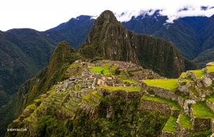 Отдыхая в Перу, просто нельзя не побывать на руинах Мачу-Пикчу: некогда развитого города цивилизации инков, расположенного на горе.