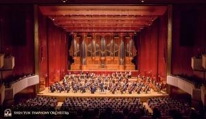Gorące przyjęcie po pierwszym koncercie z tego sezonu w Narodowej Sali Koncertowej.